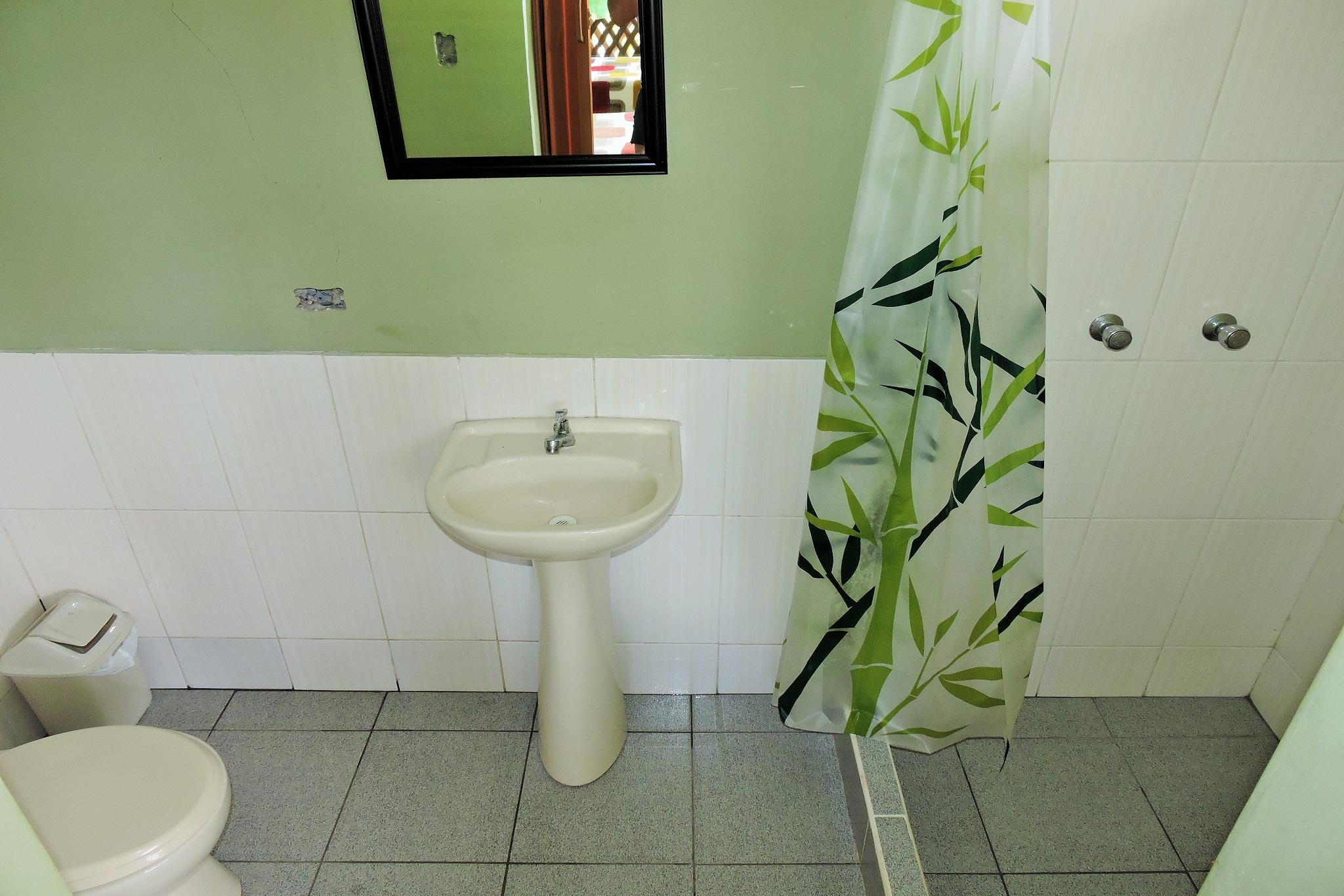https://www.wildwatchperu.com/wp-content/uploads/2019/04/Guadalupe-Lodge-manu-private-toilets.jpg