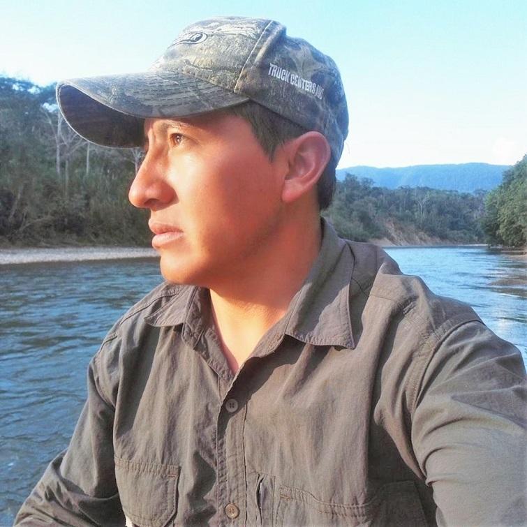 https://wildwatchperu.com/wp-content/uploads/2019/04/simond-Pinares-Manu-Guides.jpg